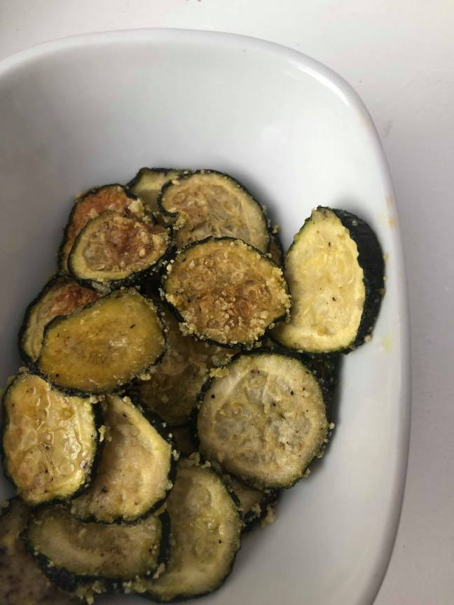 cheesy vegan zucchini chips
